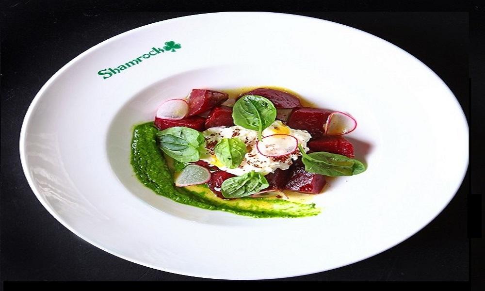 Салат из печеной свеклы со страчателлой